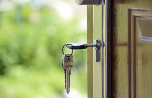 llave en puerta