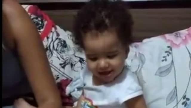 Ver: Adorable video viral de la reacción de un niño a la pizza está ganando corazones en línea